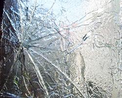 割れた窓ガラスも補償の対象